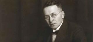 Daniel Kehlmann und das Werk des Wiener Pazifisten und Sprachsatiriker Karl Kraus | Lesen was klüger macht