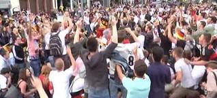 Fußballfans feiern Sieg über Portugal - Polizei hofft auf friedliche WM