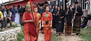Begräbnis-Ritual in Indonesien: Der Totentanz der Toraja