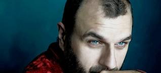 """Interview Boban Stojanovic : """"Europa ist immer noch konservativ"""" Im Interview spricht der serbische Aktivist Boban Stojanovic über seinen Kampf gegen Homophobie"""