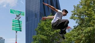 Parkour: Die Stadt springend und kletternd überwinden