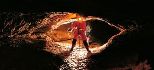 Höhlentour in der Schweiz: Abstieg ins Höllenloch