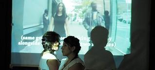 Mujeres moviéndose entre el on y off line en México y Alemania