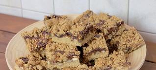 Nuss Dattel Kuchen Rezept - dekadenter Blechkuchen oder einfach ein Restekuchen