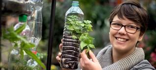 Urdenbach: Pflanzkunst in der Plastikflasche