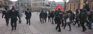 Pro-türkische und pro-kurdische Demonstranten an der Alten Oper