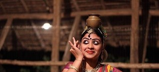 Traditional Dancer, Kerala, India