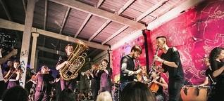 Stegreif-Orchester: Denn sie wissen genau, was sie tun