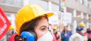 "Lehrer demonstrieren gegen ""Schrottimmobilie"""