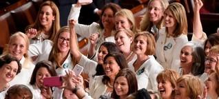 Warum Frauen bei Trumps Rede zur Lage der Nation ganz in Weiß erschienen