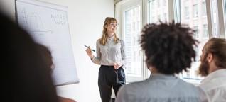 Geschlechterstereotype: Selbstbewusstsein wird von Frauen im Job gar nicht erwartet