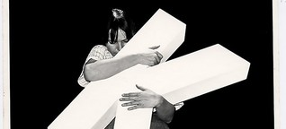 Konzeptkünstler Josef Bauer: Worthülsen - und Protest auf Stelzen