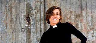 Schwedin entwirft Mode extra für Pfarrerinnen [1]