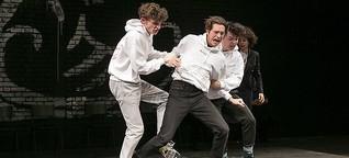 """""""Die Welle"""" als Jungendtheaterstück: Schullektüre auf der Bühne"""