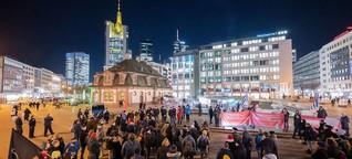 Nach der Wahl in Thüringen: Hunderte demonstrieren in Frankfurt