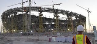 Fußball-WM Katar: Acht oder neun Männer in einem kleinen Raum