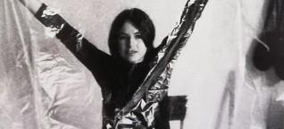 Die Künstlerin Eva Hesse - Intensive Experimente mit neuen Materialien