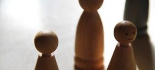Es bleibt in der Familie: Wie Familienaufstellungen Betroffenen von seelischen Konflikten Erleichterung versprechen