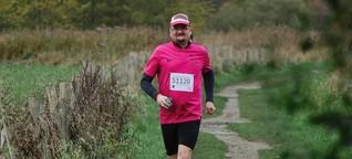 Einfach ein Mann, der läuft