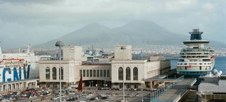 Poröse Stadt – Napoli Super Modern