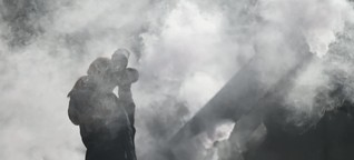 Greenpeace-Demo mit rauchendem Stern für Verbrenner-Ende