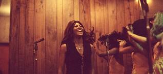 """Tina-Turner-Doku """"Tina"""" auf der Berlinale: Über die schwierige Gleichzeitigkeit von Licht und Schatten"""