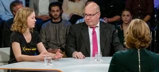 """""""Viel zu spät!"""", fällt die Klimaaktivistin Altmaier ins Wort"""