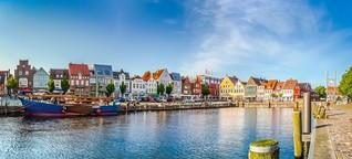 Husum: Unterwegs in Nordfrieslands bunter Hafenstadt